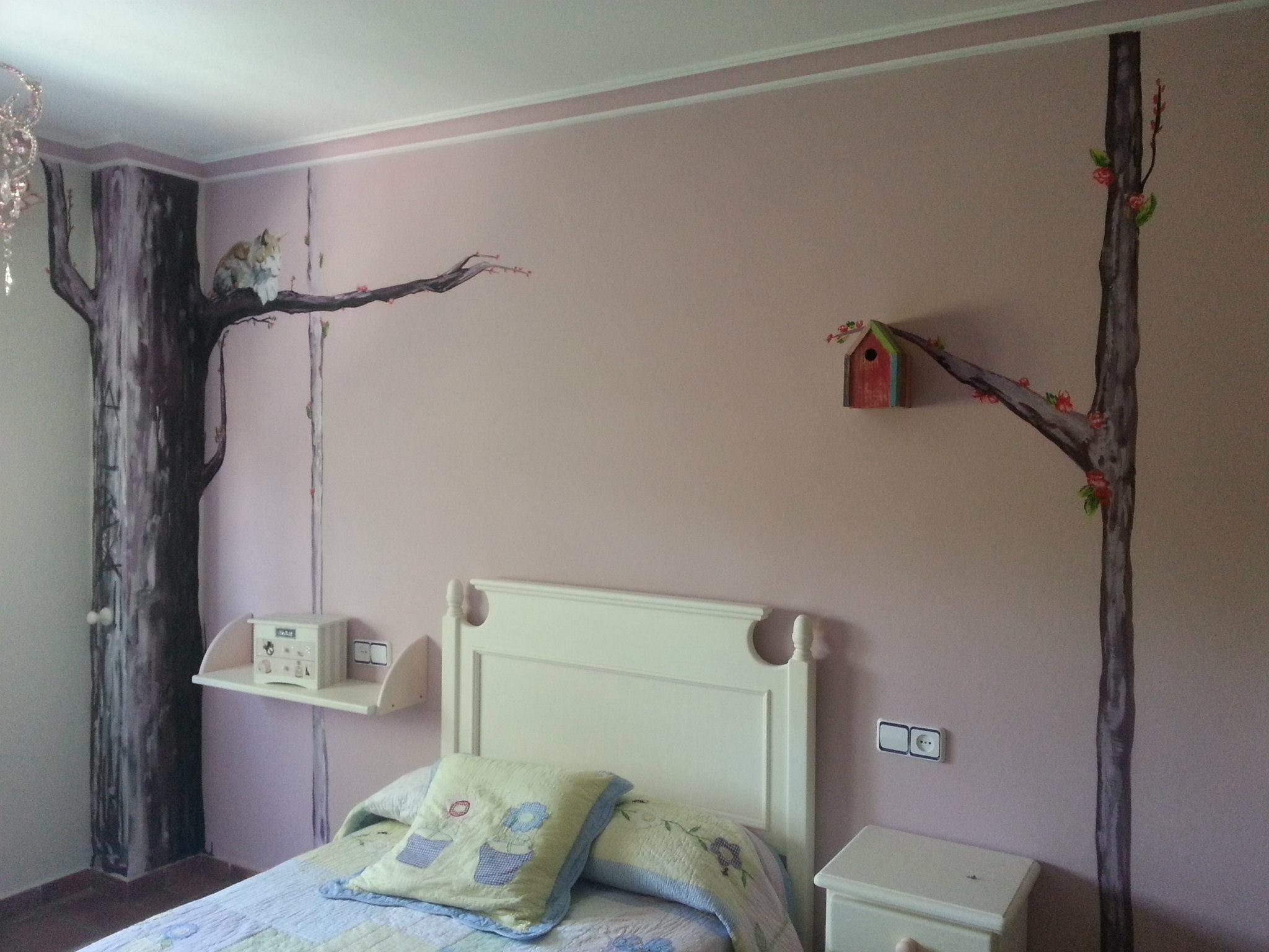 Decoración arboles para habitación infantil de chica.