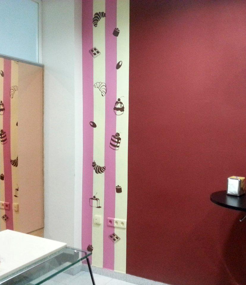 Decoración interior de una panadería/cafetería.