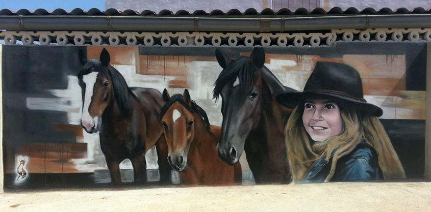 Niña con sus caballos.