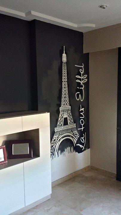 Decoración interior con Torre Eiffel.